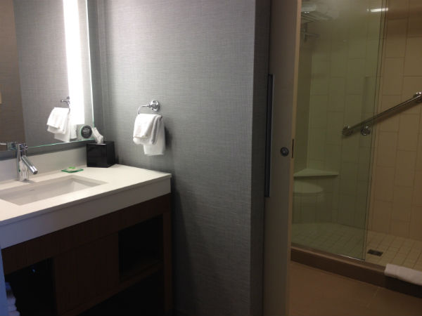 Hyatt Place LAX Review Bathroom