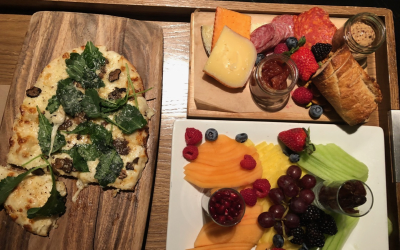 Andaz 5th Avenue Globalist Welcome Amenity Pizza and fruit plate