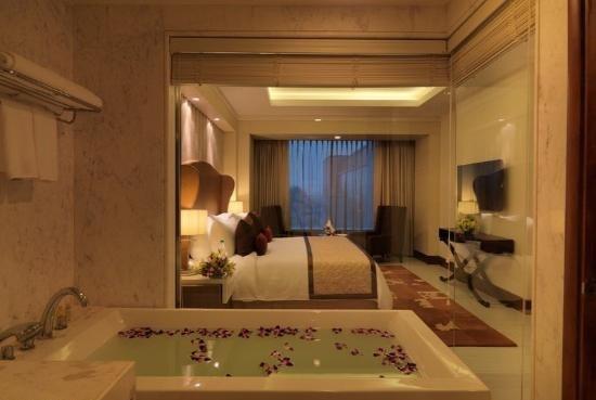 Radisson Blu Agra Taj East Gate Room