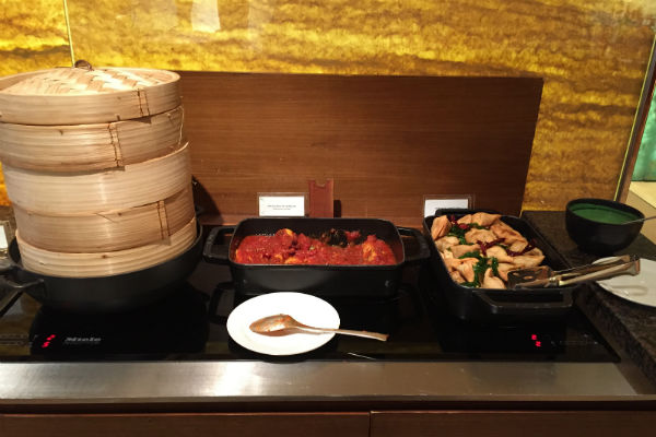 Grand Hyatt Singapore evening spread at the Grand Club lounge