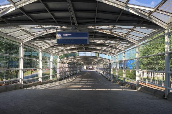 Long, outdoor walkway to the Hilton Munich Airport