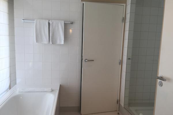 Hyatt Regency Paris Charles de Gaulle Club Deluxe Suite Bathroom