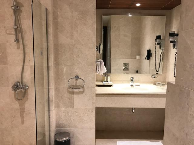 Pullman ZamZam Madinah 2-Bedroom Executive Suite Bathroom